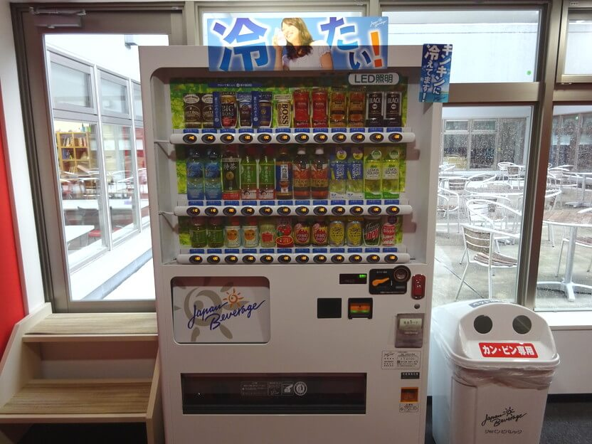 officeFUKUSHIMA(オフィスふくしま)オープンテラス前自動販売機画像
